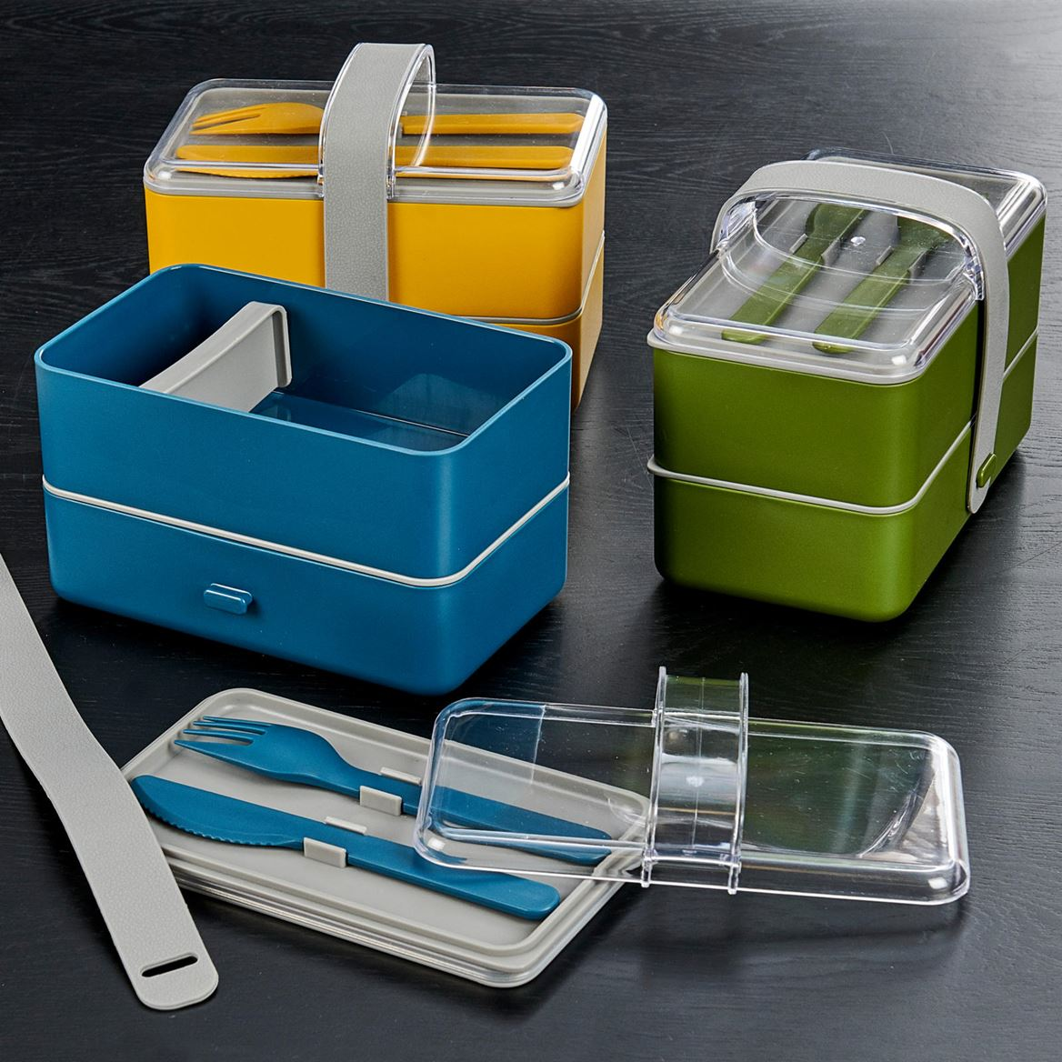 LUNCHTIME Lancheira com talheres 4 cores verde, azul, ocre, . H 13,5 x W 17 x D 10 cm_lunchtime-lancheira-com-talheres-4-cores-verde,-azul,-ocre,---h-13,5-x-w-17-x-d-10-cm